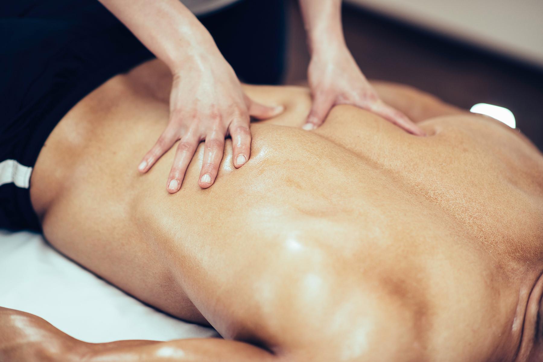 Massage sportif dynamique et profond sur les triggers points